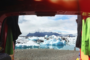 We decided to have lunch at the Jökulsárlón glacier lagoon one day. Check out this amazing view!! The benefits of having a camper van <3