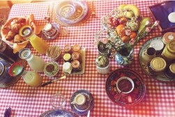 This breakfast table looks so perfect it doesn't seem real.